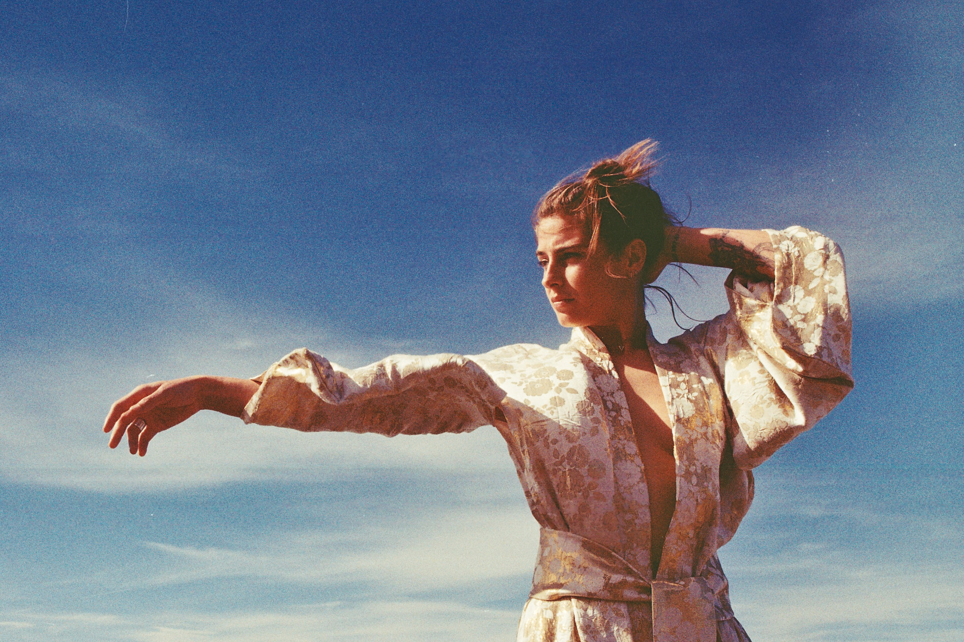 Kimono traditionnel réversible en soie. Pièce unique artisanale réalisée à Biarritz.  Modèle: Sarah Bontemps Photographe: Maider Brouque @lafrangeintewind